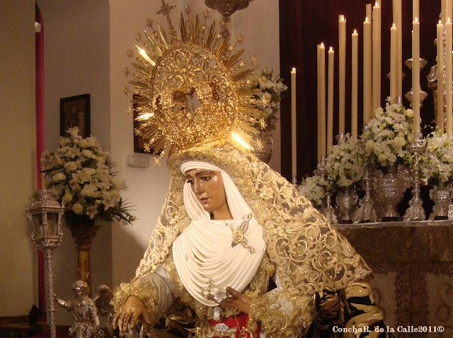 Esperanza de Triana - Sevilla - Besamanos 17-12-2011 (13).jpg