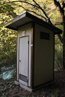 忽然と現れるトイレ、しかも男女兼用