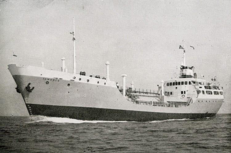 El vapor TAMAMES, seguramente en sus pruebas de mar, hacia 1965. Foto Ingenieria Naval. Septiembre de 1965.jpg
