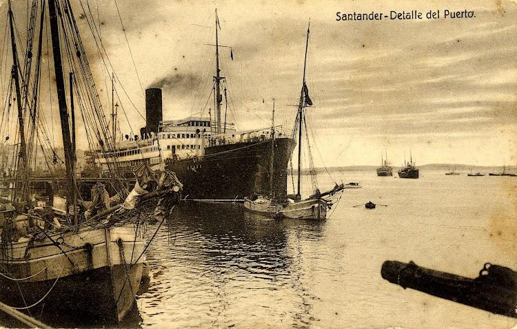 Vapor CRISTOBAL COLON. Puerto de Santander. POSTAL.JPG