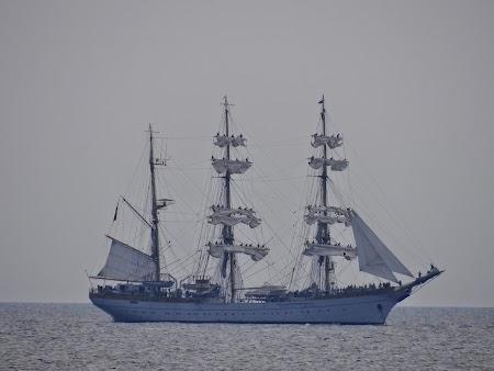 46. Bricul Mircea cu marinari pe catarg.JPG