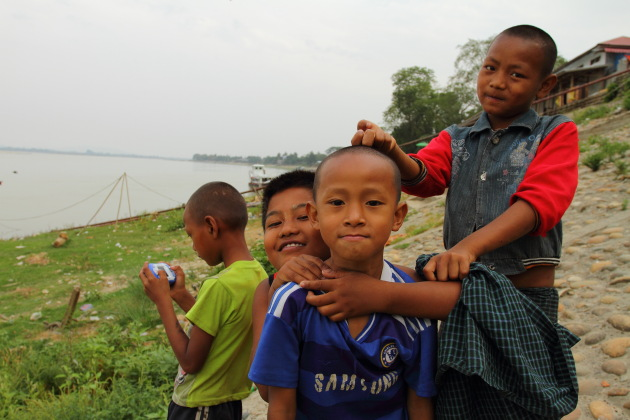 Myitkyina kids next to the Ayerawaddy river