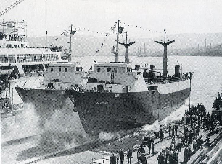 Botadura del RAPALLO y del RAVENNA en Trieste. Como curiosidad decir que se soldaron entre ellos para efectuar la botadura. Foto del libro DFDS 1866-1991.jpg