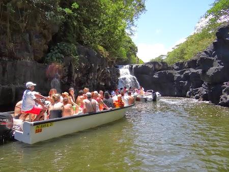 Ile aux Cerfs, insula cerbilor din Mauritius: spre cascada