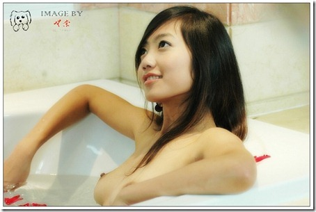 Little Hot Chinese Girl Naked in Studio Shots (2)