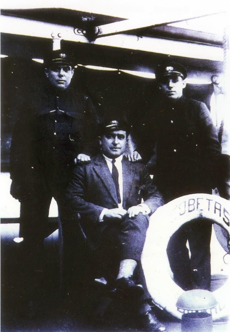 D. Jose Antonio Madariaga Zabala a bordo del COBETAS. Foto del libro Nuestros Naufragos. Gure Naufragoak.jpg
