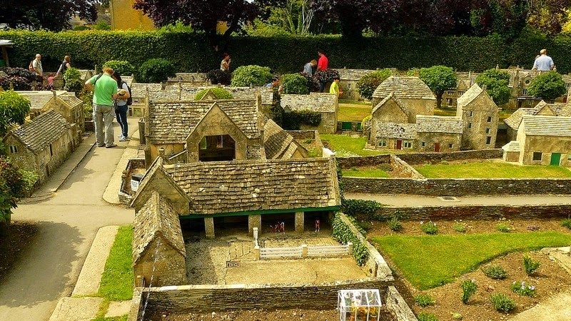 bourton-model-village-16