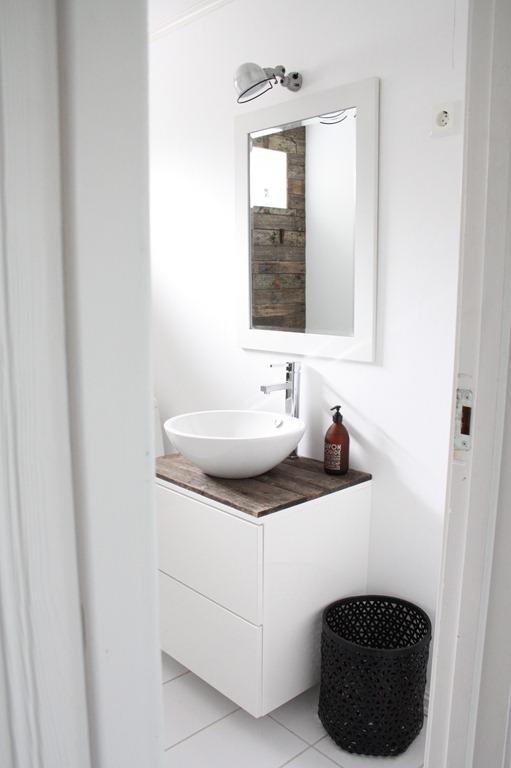 deas og mia jielde lampe og speil. Black Bedroom Furniture Sets. Home Design Ideas