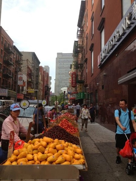 Tur culinar New York: Fruit stalls Chinatown