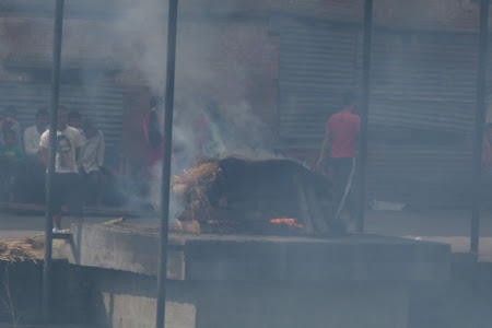 Imagini Kathmandu: incinerari Pashupatinath