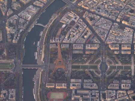 Imagini din avion: Turnul Eiffel Paris