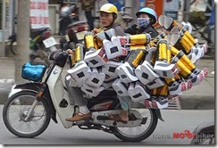 Motorcycle-Carrying-Cargo-177