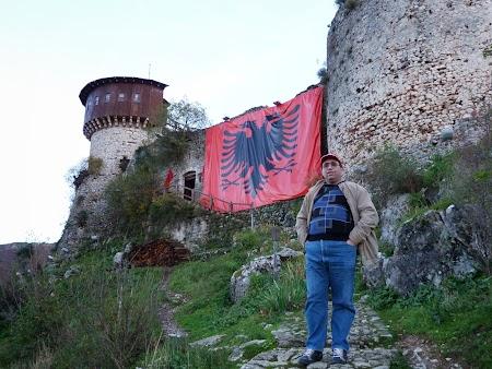 Obiective turistice Albania: Cetatea Petrella