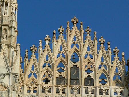 2. Dantelarie gotica pe Domul din Milano.JPG