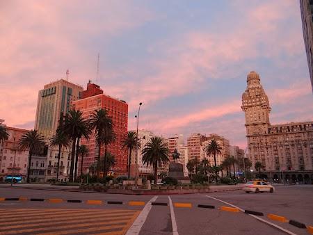 03. Piata Independentei - Montevideo.JPG
