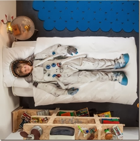 cool-princess-and-astronaut-dress-up-bedding-from-snurk-3-524x527