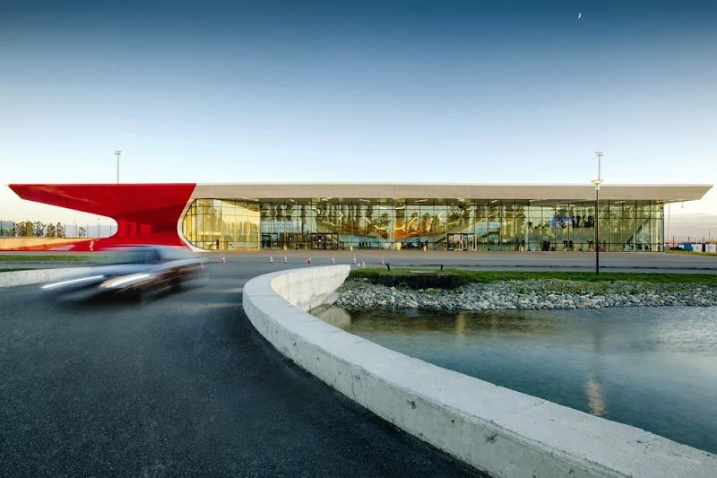 07-aeropuerto-internacional-de-kutaisi-UNStudio.jpg
