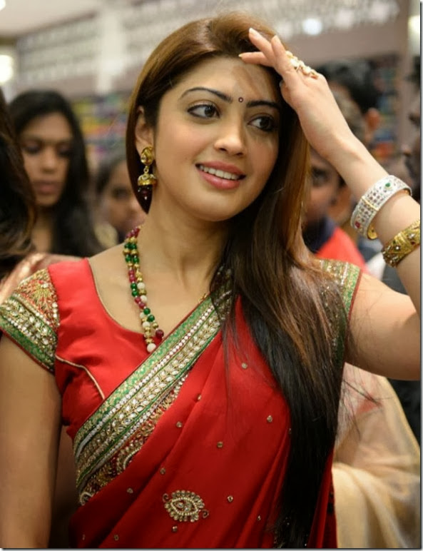 Actress Pranitha launches Kalamandir Showroom at Kakinada Photos