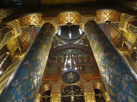 09. Interior manastirea Curtea de Arges.JPG