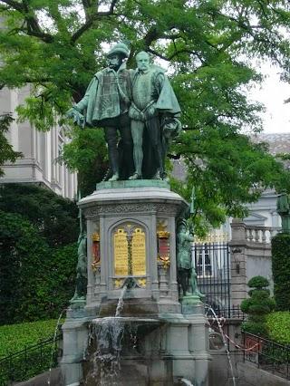 Statues des Comtes d'Egmont et de Hornes dans le Square du Petit Sablon à Bruxelles