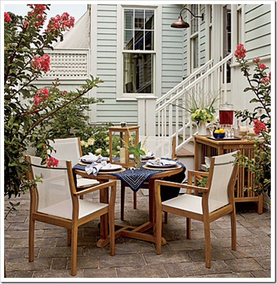 east-beach-dining-yard-l