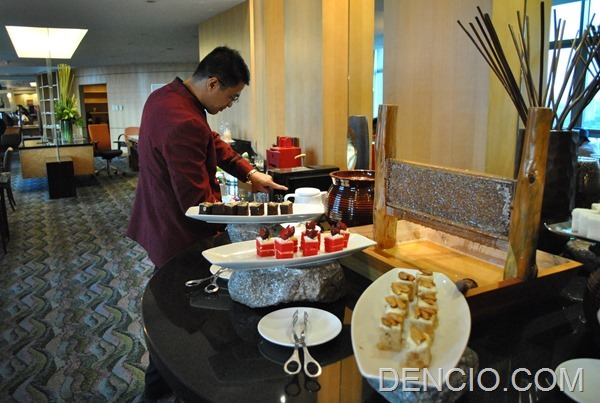 Crowne Plaza Galleria Club Lounge Access 21