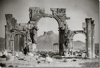 Palmyra, triumphal arch, central portion, mat01428