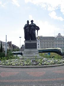 290 - Monumento en memoria al pueblo de Ginebra.JPG