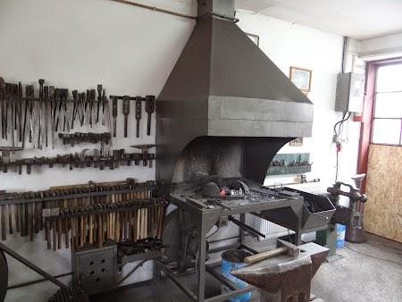 08. Atelier fierarie, Covasna.JPG