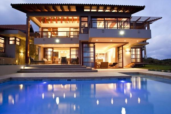 fachada casa moderna con piscina