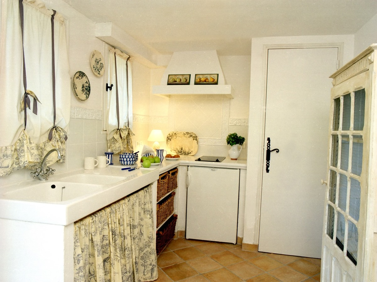 [12C-Guest-House-Kitchen1%255B2%255D.jpg]