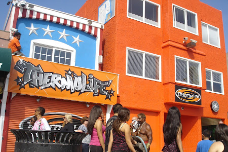 Plaja Venice Beach de langa Los Angeles: Cine observa personajul nepotrivit din imagine are 10 puncte.JPG