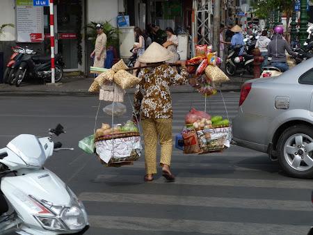 3. vanzator ambulant Vietnam.JPG
