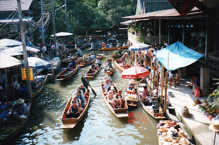 Obiective turistice Thailanda: piata plutitoare
