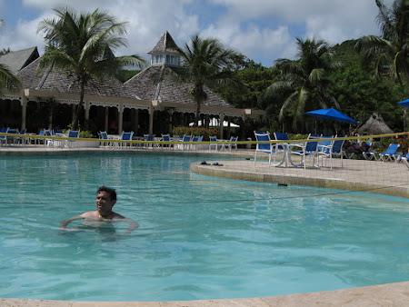 5. in piscina.JPG