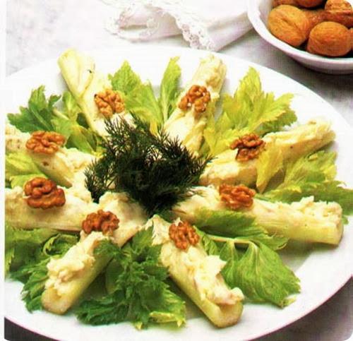 Barchette-di-sedano-al-gorgonzola-e-noci-1