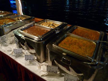 Obiective turistice Dubai: bufet croaziera