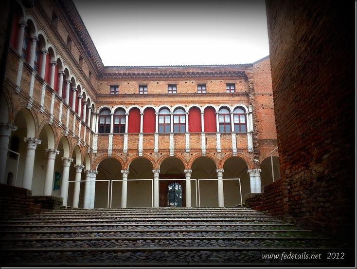 Palazzo Costabili ( cortile d'onore ), Ferrara, Emilia Romagna, Italia - Palazzo Costabili ( courtyard ), Ferrara, Emilia Romagna, Italy - Property and Copyrights of www.fedetails.net