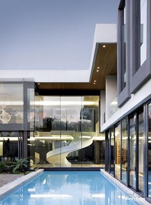 Fachadas muro de cristal en casa de lujo