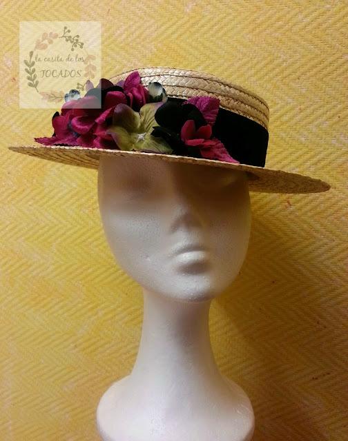 canotier para boda con hortensias de varios colores y cinta de terciopelo en color negro