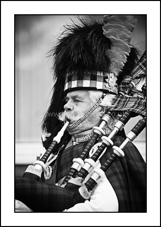 wedding piper in dundee