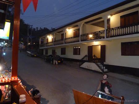 Imagini Laos: strada principala Pakbeng