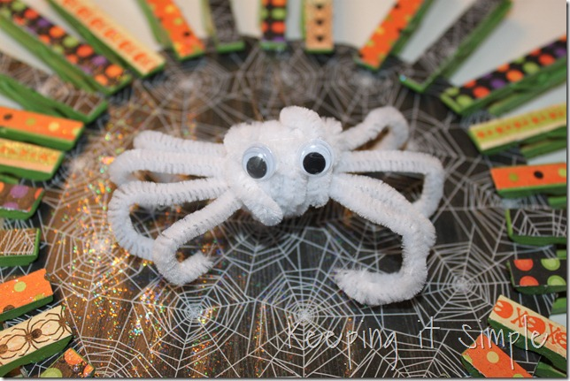 clothes pin Halloween wreath (10)