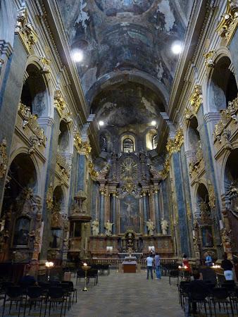 Obiective turistice Lvov: interior Biserica Latina