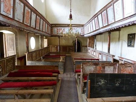 Fortificatii sasesti in Transilvania: interior biserica Viscri