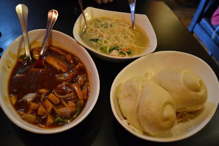 Kitchen Tibet cu  tingmu,noodles si chicken thukpa.