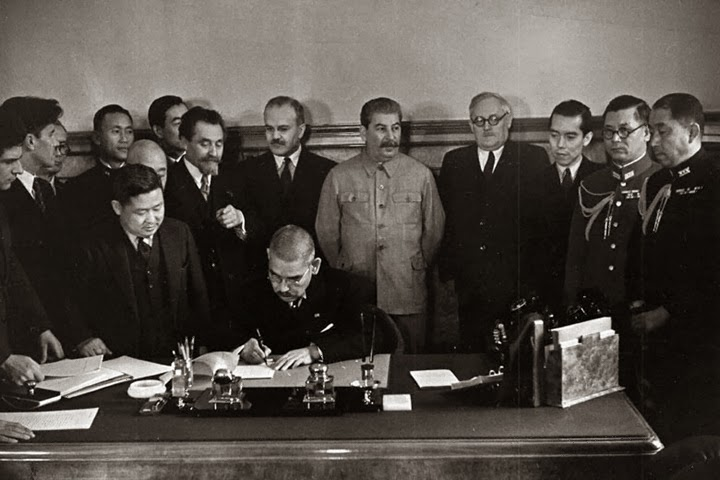 Matsuoka_signs_the_Soviet–Japanese_Neutrality_Pact-1