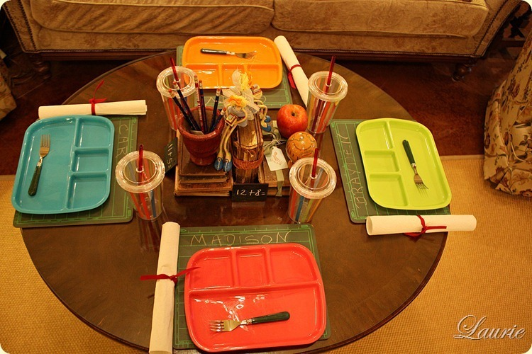 TABLE BACK TO SCHOOL