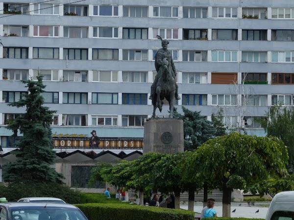 10. Mihai Viteazu si Florin Piersic.JPG