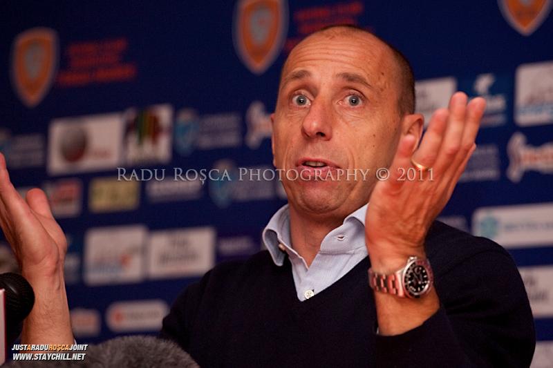Antrenorul lui FCM, Maurizio Trombetta ofera o declaratie presei la finalul meciului dintre FCM Tirgu Mures si FC Rapid Bucuresti din cadrul etapei a XIII-a a Ligii Profesioniste de Fotbal, disputat luni, 7 noiembrie 2011, pe stadionul Transil din Tirgu Mures.